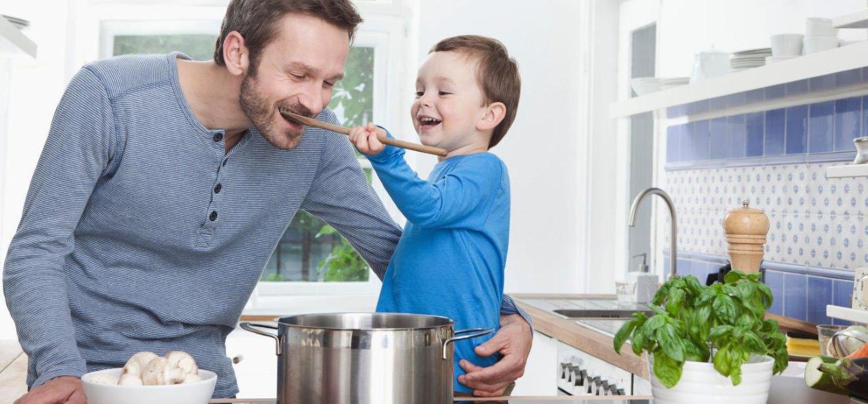 Kooktips- koken met kinderen - vader en zoon