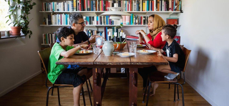 maaltijd- familie-aantafel-metkinderen